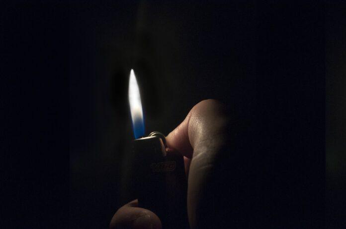 Myślibórz: Podpalił dom, w którym był mężczyzna. Chciał odzyskać pieniądze